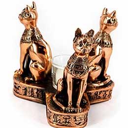 Подарункова статуетка Кішки на підставці - фото darunok .ua