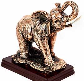 Подарункова статуетка слон на підставці - фото darunok .ua