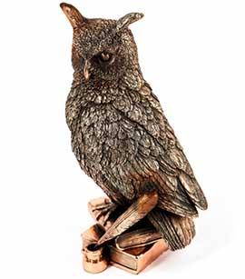 Подарункова фігурка сова на книгах - фото darunok .ua