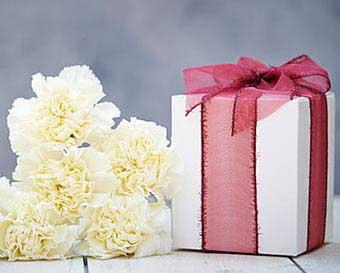 Классический подарок - фото Дарунок