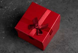 Красиво оформленный подарок - фото darunok.ua