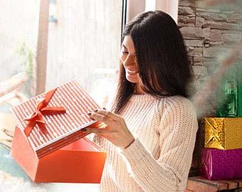 Подарки в праздничный день - фото интернет-магазина darunok.ua