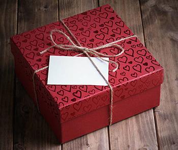 Романтичный подарок на День влюбленных любимой - фото