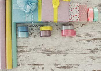Упаковка подарунка мамі в пастельних тонах - фото інтернет-магазину Дарунок