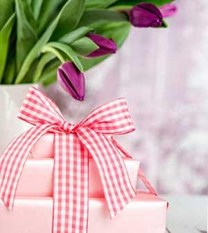 Квіти і привітання з 8 березня - фото darunok.ua