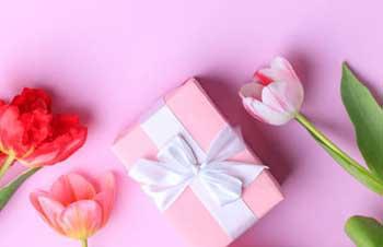 Квіти і презент до 8 березня для тещі - фото darunok.ua