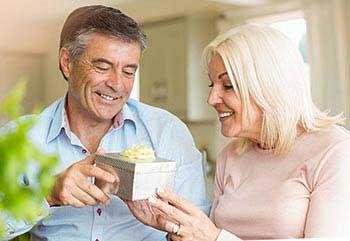 Привітання подружжя з ювілеєм 65 років - фото darunok.ua