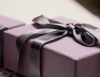 Элегантный подарок - фото Дарунок