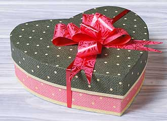 Незвичайна упаковка сувеніра для подружжя - фото Дарунок