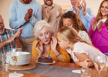 Празднование 70 летия в кругу родных - фото Дарунок