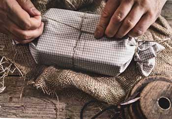 Оригінальна і незвичайна упаковка презенту для жінки - фото Дарунок