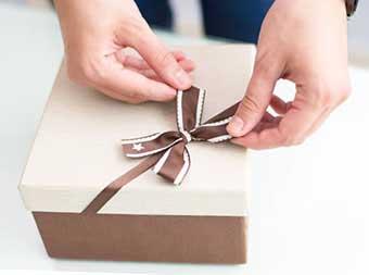 Упаковка подарунка - фото Дарунок
